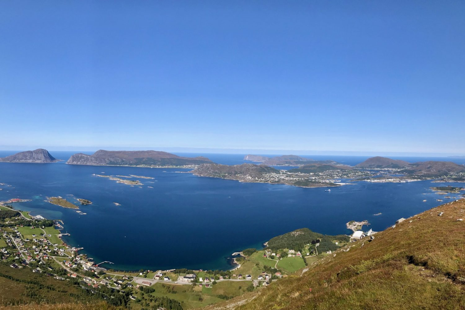 View over Herøy